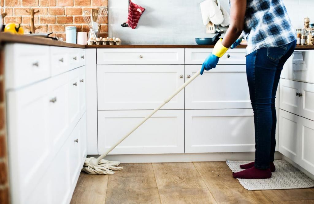 Как отмыть клей для мышей от пола